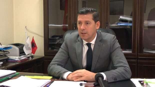 Video/ Zbulohet skandali me Drejtorin e ARSH, Dashamir Xhika