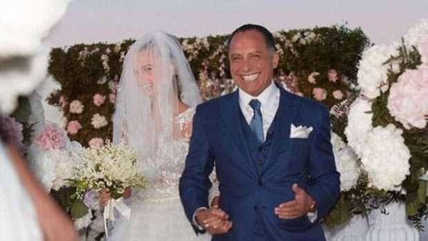 Shihni çfarë dasme: Modelja 26-vjeçare martohet me biznesmenin 62-vjeçar